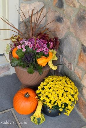 fall-porch-decor-right-side